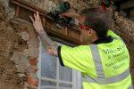 Cross battening wooden lintel before lath and plastering